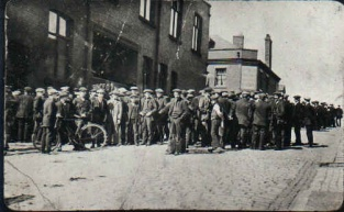 Tyldesley miners outside the Miners Hall during the 1926.jpg